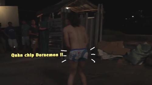 """Trấn Thành mặc """"chíp"""" Doraemon tung tăng trên phim trường - 1"""