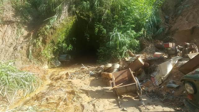 """Sập hầm vàng ở Lào Cai: Chính quyền thừa nhận có """"thổ phỉ"""" - 6"""