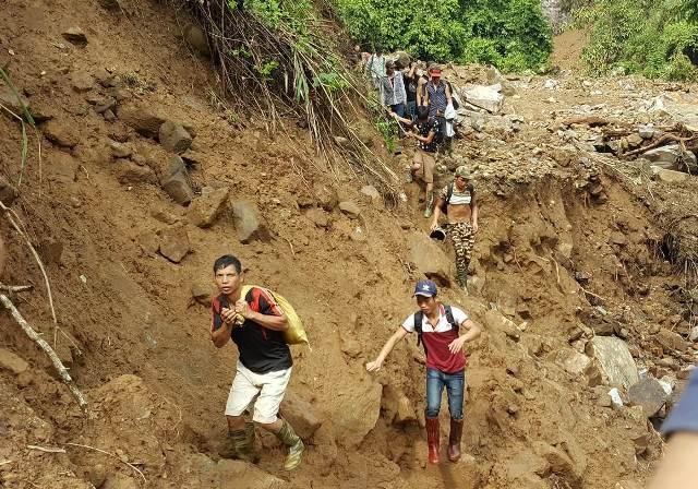 """Sập hầm vàng ở Lào Cai: Chính quyền thừa nhận có """"thổ phỉ"""" - 1"""