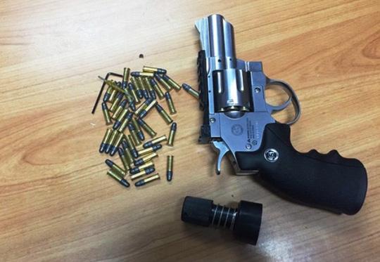 Phát hiện súng trong kiện hàng từ Mỹ về Tân Sơn Nhất - 1