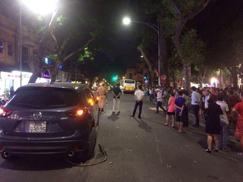 Xe bus mất lái cán chết người trên phố Hà Nội - 2