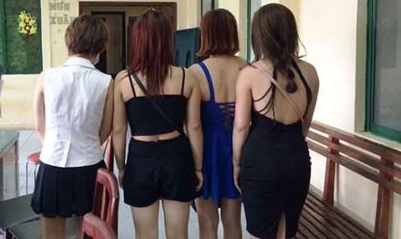 Đột kích khách sạn chứa gái mại dâm ở Sài Gòn - 1