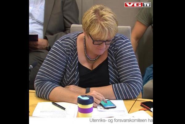 Lãnh đạo đảng ở Na Uy chơi Pokemon khi đang họp quốc hội - 1
