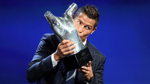 Nhận giải, Ronaldo xin lỗi Griezmann và Bale - 1