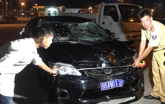 Ô tô biển xanh gây tai nạn, 3 người thương vong - 2