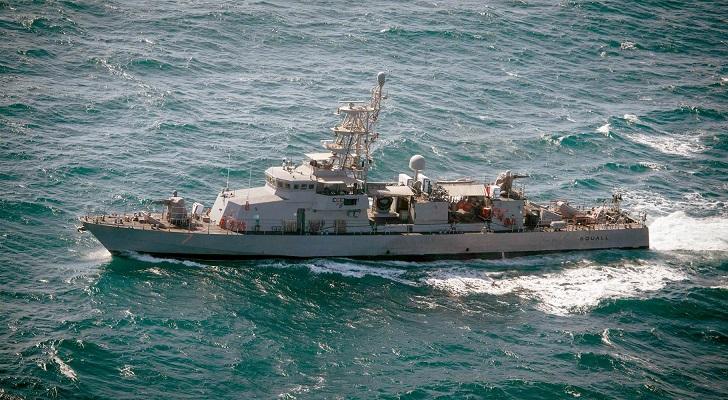 """Hải quân Mỹ bắn 3 phát đạn cảnh cáo tàu Iran """"quấy rối"""" - 1"""