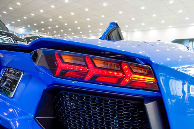 Với sự xuất hiện của mẫu Lamborghini Aventador màu xanh Le Mans mới này, tổng số xe Aventador tại Việt Nam đã nâng lên con số 9.