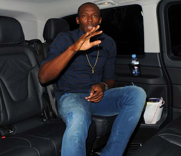 Vui chưa chán, Bolt rủ 8 người đẹp về khách sạn - 3