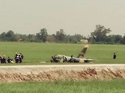 Cận cảnh hiện trường vụ rơi máy bay quân sự ở Phú Yên - 1
