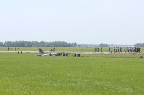 Cận cảnh hiện trường vụ rơi máy bay quân sự ở Phú Yên - 2