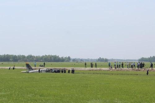 Cận cảnh hiện trường vụ rơi máy bay quân sự ở Phú Yên - 3