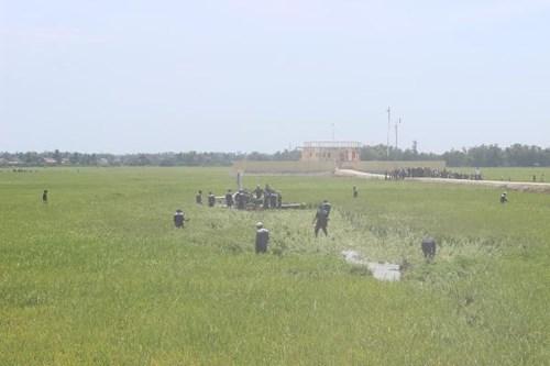Cận cảnh hiện trường vụ rơi máy bay quân sự ở Phú Yên - 4