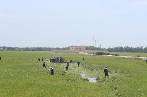 Cận cảnh hiện trường vụ rơi máy bay quân sự ở Phú Yên - 6