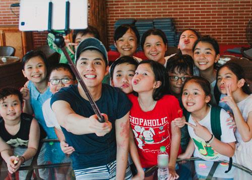 Noo Phước Thịnh dã ngoại cùng học trò The Voice Kids - 1