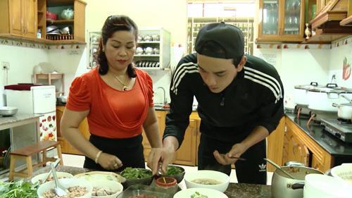 Diễn viên Thuận Nguyễn lên Gia Lai học nấu phở khô - 1