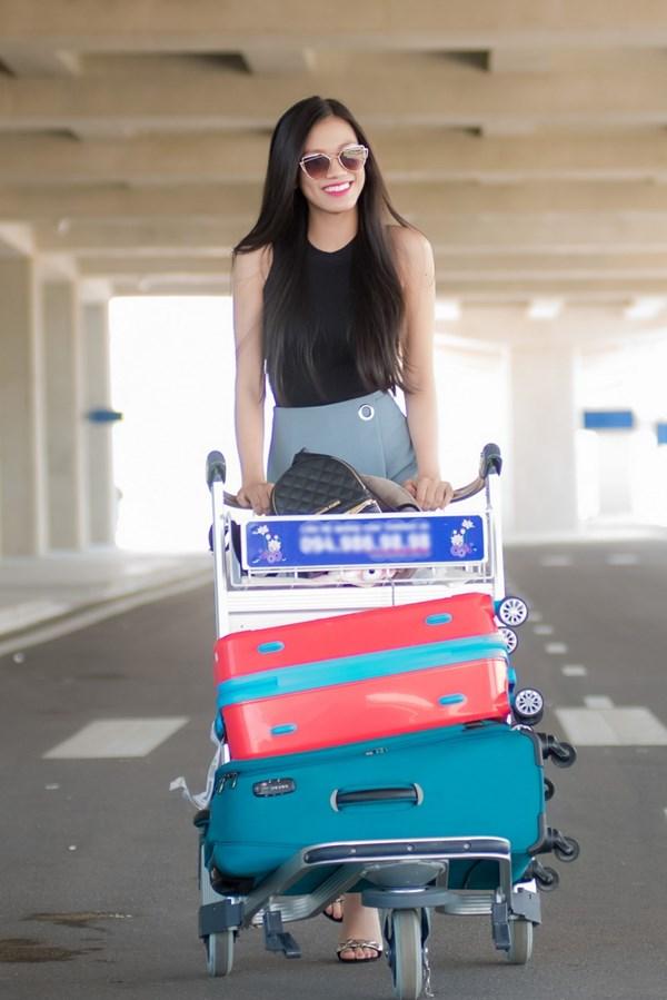 Thí sinh Hoa hậu VN hễ ra khỏi nhà là mặc xinh tươi - 4