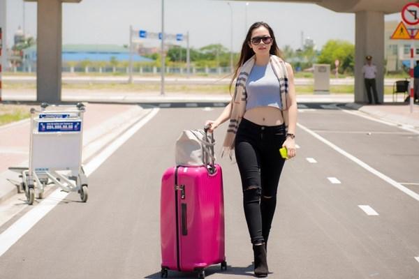 Thí sinh Hoa hậu VN hễ ra khỏi nhà là mặc xinh tươi - 6