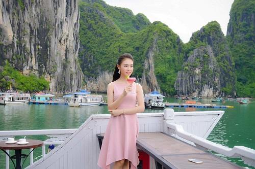 Thí sinh Hoa hậu VN hễ ra khỏi nhà là mặc xinh tươi - 12