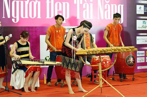 Độc đáo phần thi tài năng của người đẹp Hoa hậu Việt Nam 2016 - 6