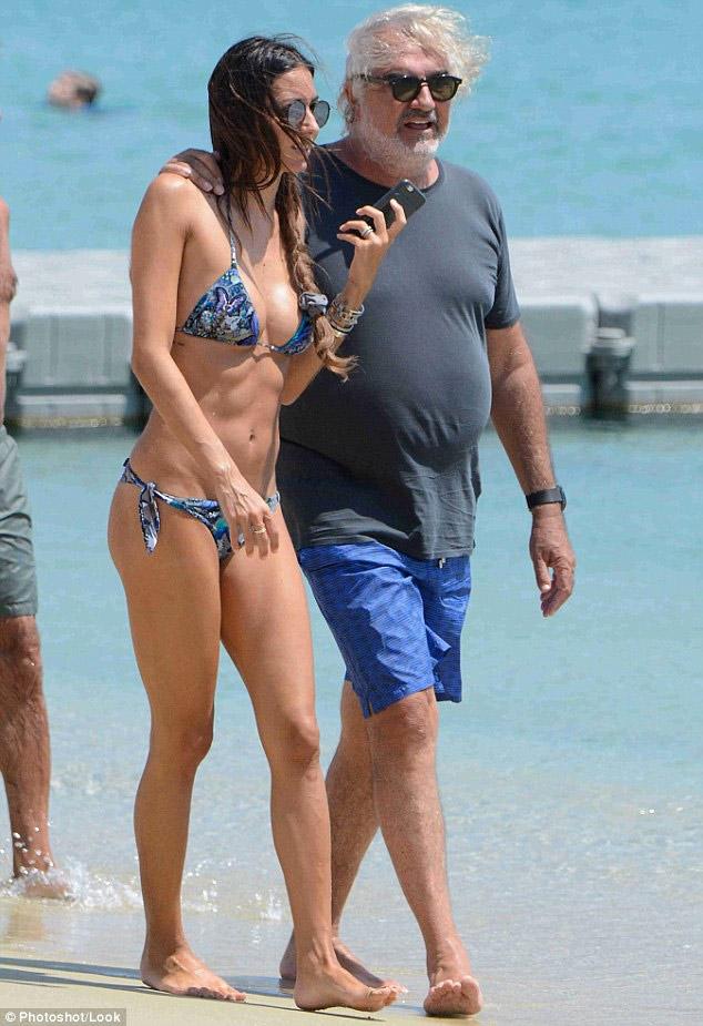 Người mẫu Ý gợi cảm bên chồng tỷ phú già nua, bụng phệ - 4