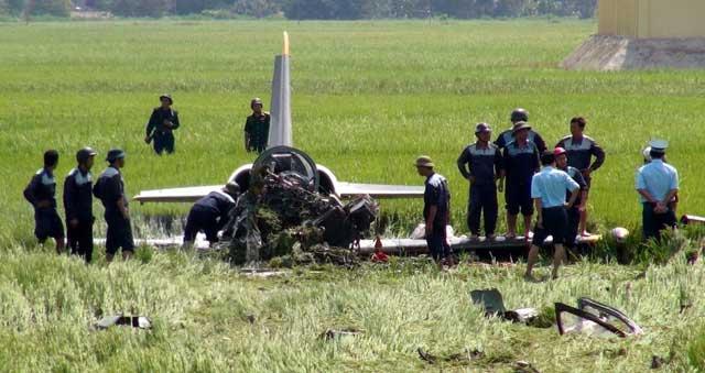 Vụ máy bay rơi: Yêu cầu rà soát quy trình huấn luyện - 1