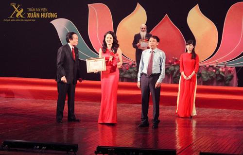 TMV Xuân Hương nhận giải Top 10 thương hiệu làm đẹp hàng đầu Việt Nam - 1