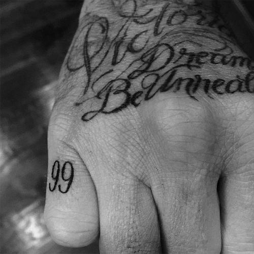 Cả cơ thể toàn hình xăm về phụ nữ trong đời David Beckham - 2