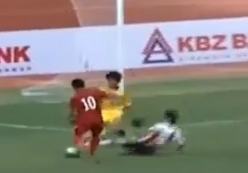 """U19 Việt Nam – U18 Consadole Sapporo: Nhận """"quà"""" bất ngờ - 1"""