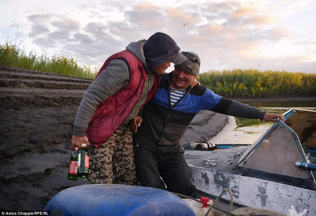 Thâm nhập thế giới ngầm đào ngà voi ma mút đi bán ở Nga - 8