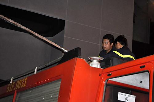 TPHCM: Trắng đêm hút nước cứu hầm cao ốc sau mưa lịch sử - 5