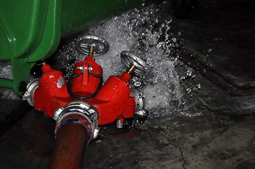 TPHCM: Trắng đêm hút nước cứu hầm cao ốc sau mưa lịch sử - 9