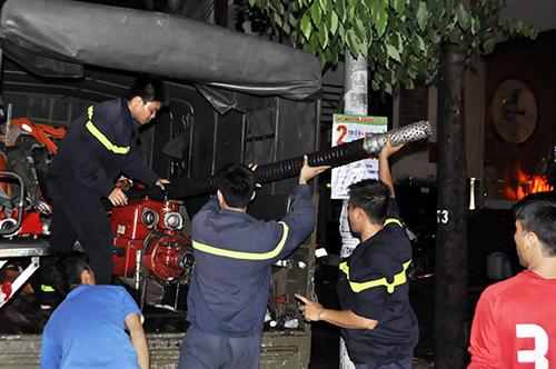TPHCM: Trắng đêm hút nước cứu hầm cao ốc sau mưa lịch sử - 12