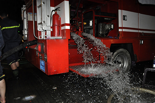 TPHCM: Trắng đêm hút nước cứu hầm cao ốc sau mưa lịch sử - 11