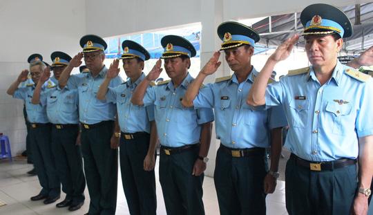 Thăng hàm thiếu úy cho phi công rơi máy bay L-39 - 9