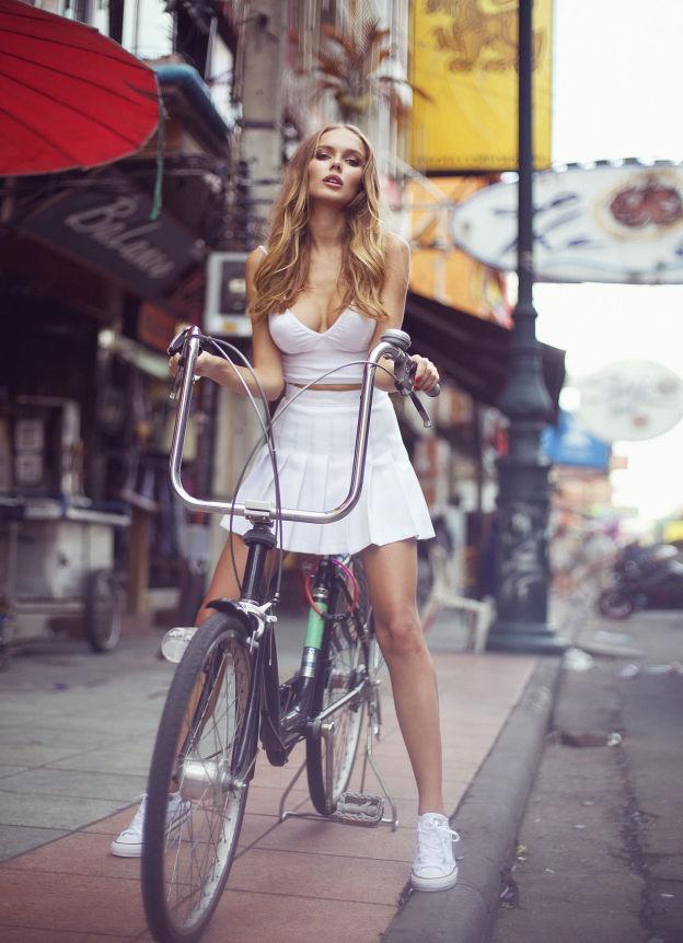 Hotgirl nóng bỏng tung hoành đường phố Bangkok - 2