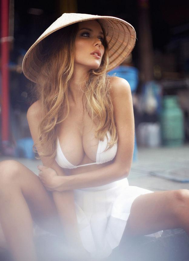 Hotgirl nóng bỏng tung hoành đường phố Bangkok - 3