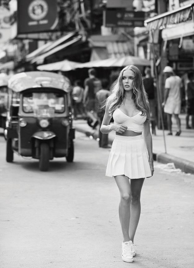 Hotgirl nóng bỏng tung hoành đường phố Bangkok - 4