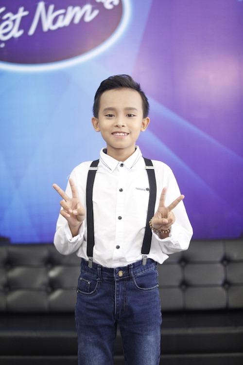 Hồ Văn Cường quên lời, hụt hơi khi hát trên sóng truyền hình - 9