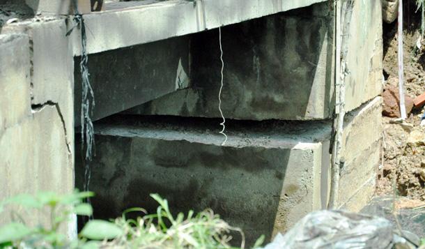 """Cận cảnh vết sụt lún khổng lồ """"nuốt cầu"""" ở Sài Gòn - 9"""