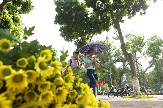 """Ảnh: Nụ cười """"tỏa nắng"""" của người Hà Nội ngày chớm thu - 6"""