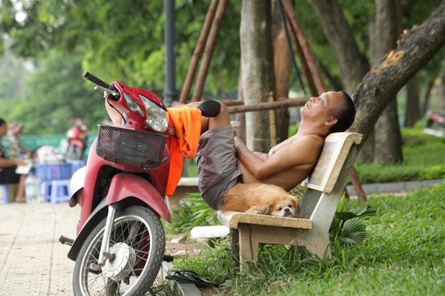 """Ảnh: Nụ cười """"tỏa nắng"""" của người Hà Nội ngày chớm thu - 4"""