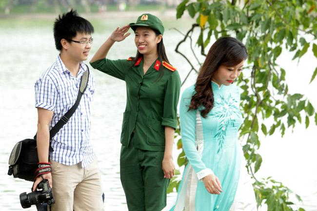 """Ảnh: Nụ cười """"tỏa nắng"""" của người Hà Nội ngày chớm thu - 7"""