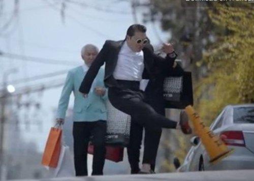 """Những thần tượng chuyên """"phá hoại"""" của showbiz Hàn - 18"""