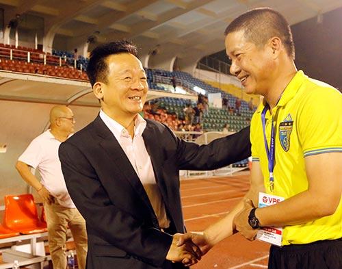 Bầu Hiển cười tươi, khen cả Hà Nội T&T lẫn Sài Gòn FC - 10