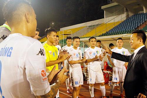 Bầu Hiển cười tươi, khen cả Hà Nội T&T lẫn Sài Gòn FC - 11