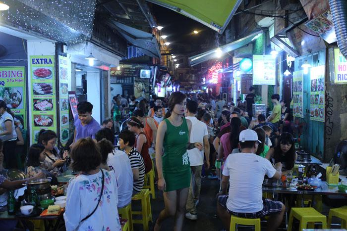 """Cảnh đối lập trước và sau """"giờ giới nghiêm"""" ở Hà Nội - 2"""