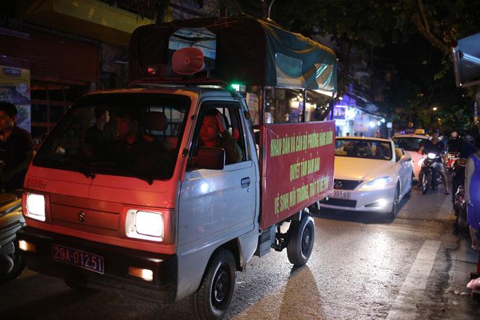 """Cảnh đối lập trước và sau """"giờ giới nghiêm"""" ở Hà Nội - 6"""