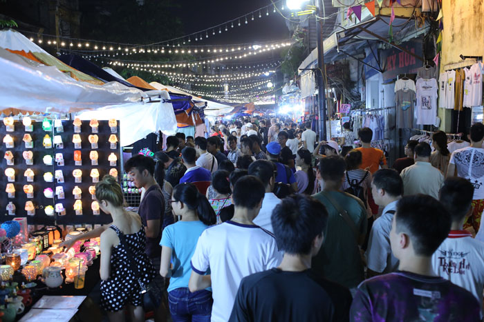 """Cảnh đối lập trước và sau """"giờ giới nghiêm"""" ở Hà Nội - 3"""