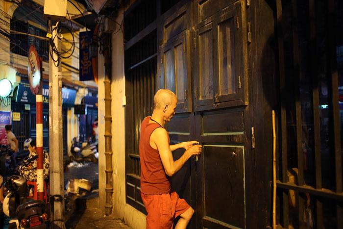 """Cảnh đối lập trước và sau """"giờ giới nghiêm"""" ở Hà Nội - 11"""