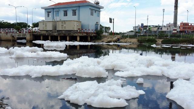 """""""Tuyết"""" xuất hiện trên kênh giữa Sài Gòn - 3"""